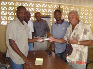 Motion - Remise d un don (suite au cyclone de 2008) au maire du Môle Saint Nicolas : M. Gilbert JEAN-CHARLES