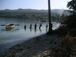 Motion - Pêcheurs au filet sur la plage du Môle Saint Nicolas